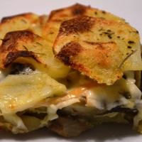 Come preparare la tortiera di carciofi e patate al forno: la ricetta