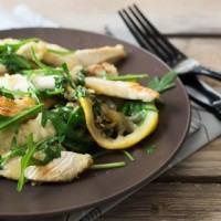 Come preparare gli straccetti di pollo al limone con rucola: la ricetta
