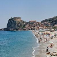 Tropea borgo più bello d'Italia...ma la foto è di Scilla. Comune invia diffida
