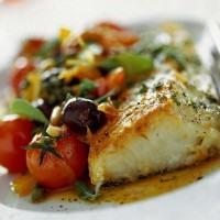 Come preparare il baccalà con pomodorini e olive nere: la ricetta
