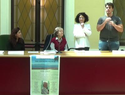 Tavolo e studente Istituto Panella-Vallauri