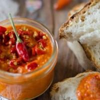 Come preparare la crema di peperoncini: la ricetta