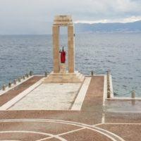 Arena dello Stretto, la dea Athena si veste di rosso. L'iniziativa è del Comune di Reggio Calabria – VIDEO