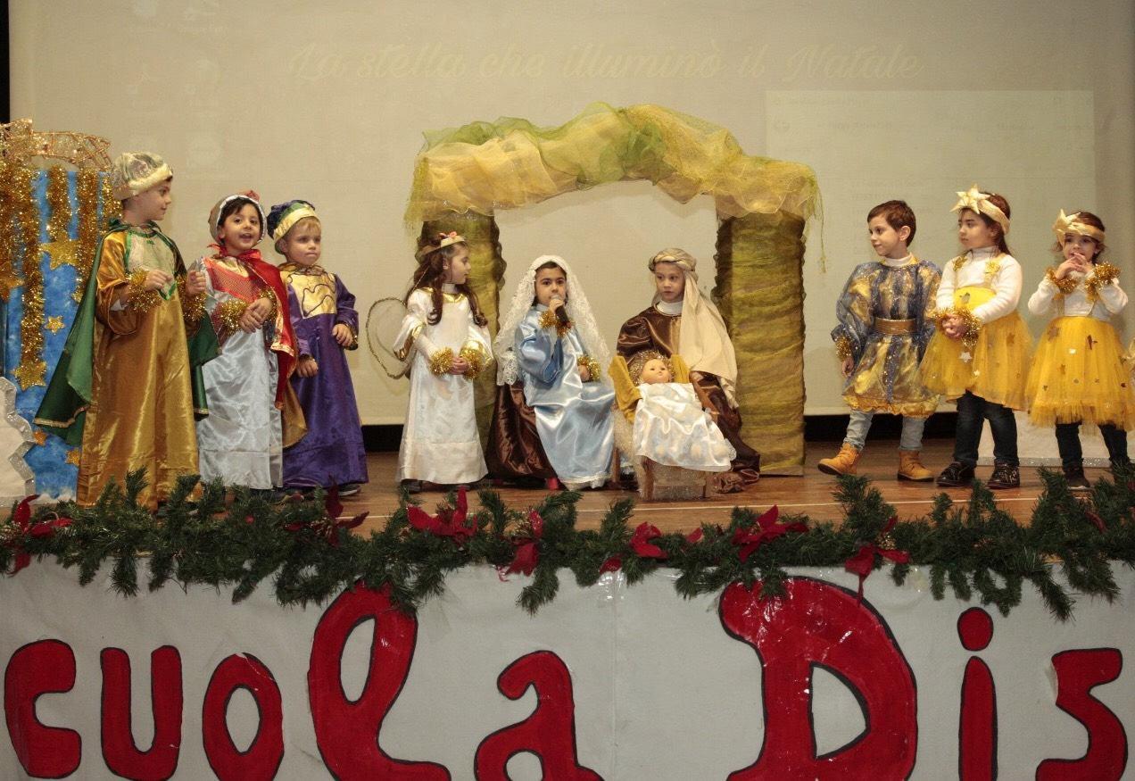 Vestito Da Stella Per Recita Di Natale.La Stella Che Illumino Il Natale Lo Spettacolo Della Scuola