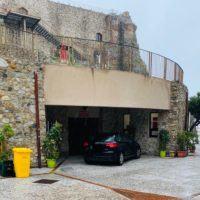 Reggio, stravagante 'parcheggio' davanti al Castello Aragonese