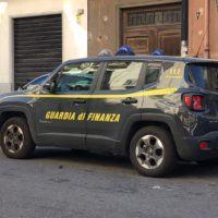 Reggio Calabria, sequestrati oltre 500 capi d'abbigliamento contraffatti