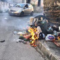 Reggio Calabria, la periferia brucia. Torna l'emergenza spazzatura
