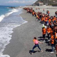 'Un mare d'a...mare''. In Calabria quasi 500 studenti puliscono le spiagge