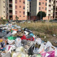 Reggio, emergenza rifiuti. Benvenuti al rione Marconi – FOTO