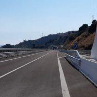 Reggio, incidente mortale. Traffico bloccato sulla SS 106