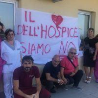 """Fondazione 'Via delle Stelle', il grido d'aiuto dei lavoratori: """"Il cuore dell'Hospice siamo noi"""""""