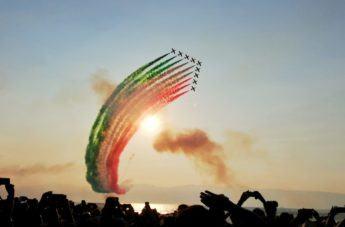 Frecce Tricolori, il cielo di Reggio si tinge di verde, bianco e rosso