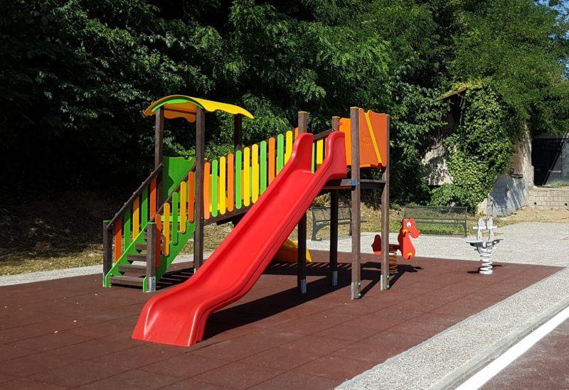 Risultati immagini per immagini parco giochi plastica riciclata in calabria