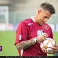 Reggina, Aglietti: 'Denis corre dietro ad un pallone come un bambino. E' un esempio'