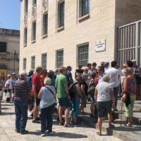 Reggio, 'invasione' di turisti. Oltre 10 pullman a piazza Indipendenza - FOTO