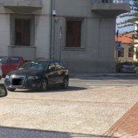 Reggio, macchina ostacola ancora una volta l'ingresso al Castello