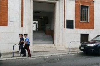 Reggio, fermati narcotrafficanti: l'uscita degli arrestati