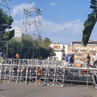Reggio, al via i lavori in piazza Indipendenza per il concerto di Carmen Consoli - FOTO