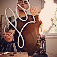 É reggino! Oscar il neon artist più giovane d'Italia