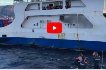 Stretto di Messina, incendio a bordo di un traghetto: il video