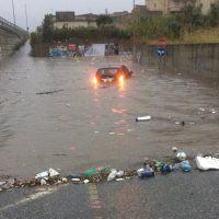 Reggio - Maltempo, auto bloccate nel sottopasso di Pellaro - FOTO