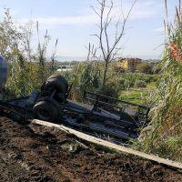 Calabria, camion cisterna perde il controllo e si ribalta: incidente sulla SS18 - FOTO