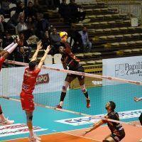 Volley - Tonno Callipo a testa alta contro i campioni d'Italia. Finisce 1-3