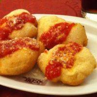 Come preparare la pizza fritta alla calabrese: la ricetta di un lettore
