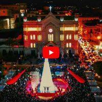 Reggio, accensione albero in piazza Duomo: il video e il messaggio del sindaco Falcomatà