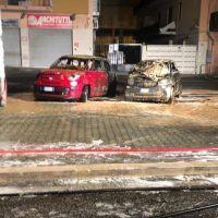 Reggio, incendio nella notte: quattro auto in fiamme - FOTO