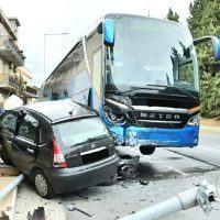 Ancora un terribile incidente sulla SS106. Coinvolte tre auto ed un pullman - FOTO