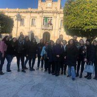 """Reggio, gli assistenti educativi scendono in piazza: """"Stipendi non pagati dal 2019"""""""