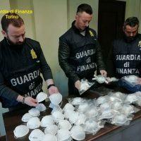 Coronavirus, mascherine vendute fino a 5 mila euro: denunce anche in Calabria