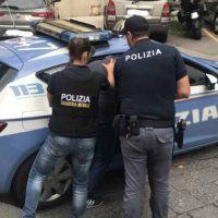 Reggio, poliziotto in borghese sventa una rapina in centro città