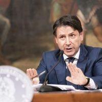Festività, Conte annuncia il DPCM: tutte le misure tra spostamenti, scuola e attività aperte