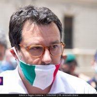 Salvini a muso duro contro De Magistris: 'Sindaco fallito, Calabria ai calabresi'