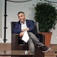 Andrea Vianello emoziona il 'Polimeni': presentato ai Caffè letterari il libro 'Ogni parola che sapevo'