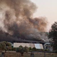 Siderno: brucia impianto rifiuti di San Leo, 5 squadre dei pompieri sul posto
