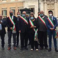 Nucera davanti Palazzo Chigi con i sindaci calabresi: 'Investimenti per rilanciare la nostra terra'