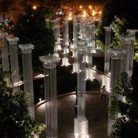 Reggio, si accendono le 46 colonne di Opera. Installazione elegante e poetica - FOTO e VIDEO
