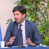 Vaccini, il ministro Speranza: 'Ottimista per l'estate, richiami a 42 giorni '