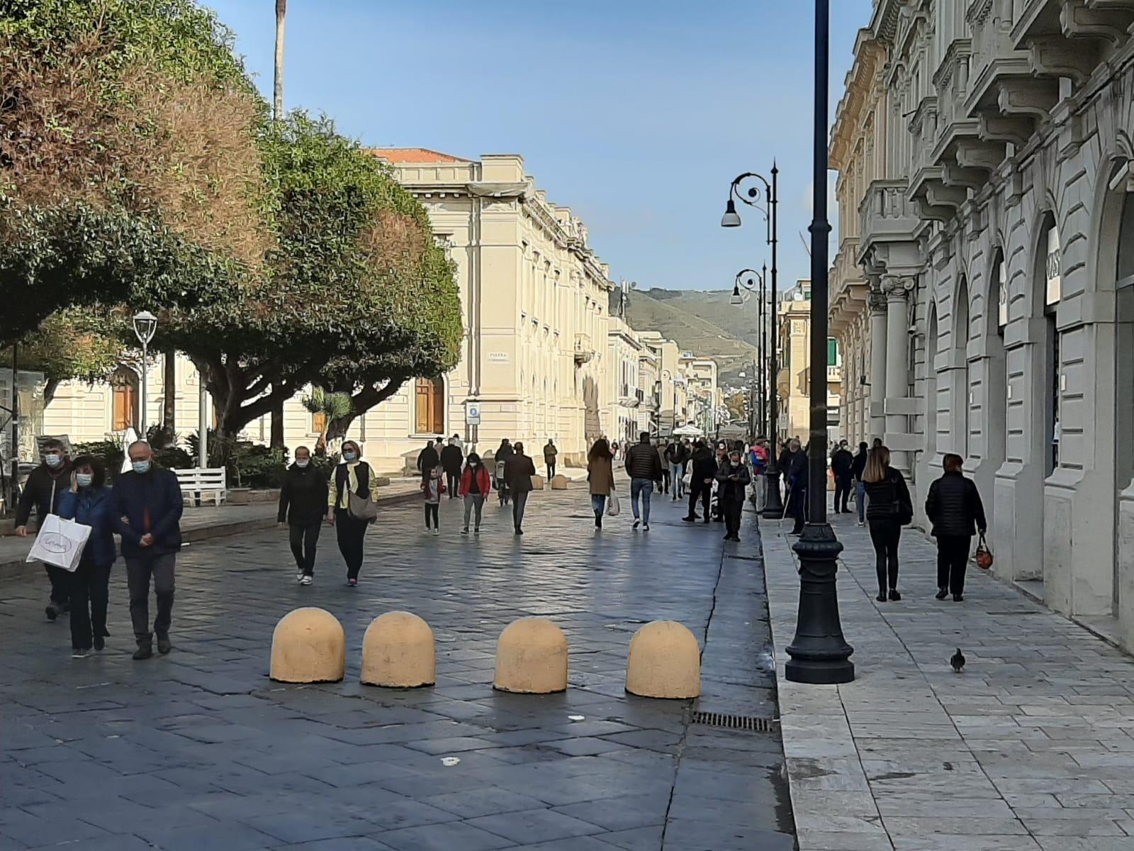 Covid, i colori delle Regioni: Calabria ancora gialla, arriva la prima zona bianca