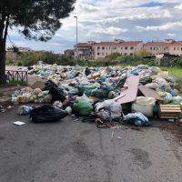 Reggio 'affoga' tra i rifiuti (3000 tonnellate). Al via un piano di raccolta straordinaria - FOTO