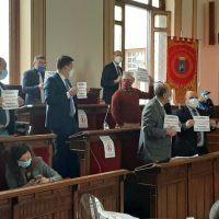 Consiglio comunale, Minicuci denuncia: 'Non ho avuto le carte'. Neri a muso duro: 'Sei sempre assente'