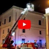 Reggio, incendio nel palazzo del Tribunale: le operazioni dei Vigili del Fuoco
