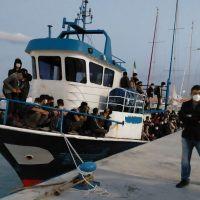 Nuovo sbarco di migranti nella Locride - FOTO