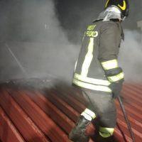 Reggio, incendio nel centro storico: Palazzo del Tribunale in fumo