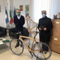 Arriva la bicicletta in legno di castagno d'Aspromonte