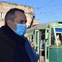 La sanità zoppa della Calabria, De Magistris: 'Non ci si può voltare dall'altra parte'