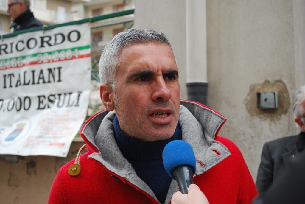 Reggio, cittadini in piazza contro i brogli elettorali. Morisani: 'Battaglia di dignità e di rispetto della democrazia' – FOTO